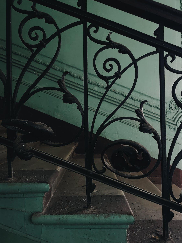 Balustrady art deco – stylizacja nowych, remont starych